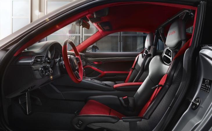 Представлен самый мощный серийный Porsche 911 вистории